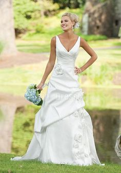 wedding dress styles for broad shoulders   ... collar is the key to the success of the broad shoulders beauty dress