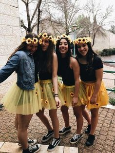 Best DIY Group Halloween Costumes for your girl squad - Hike n Dip - - Check out the best Group Halloween Costume ideas perfect for college Halloween parties. These Halloween Costumes for 3 are perfect for girls & also womens. Little Girl Halloween Costumes, Best Group Halloween Costumes, Halloween Costumes For Girls, Group Costumes, Halloween College, Diy Costumes, Couple Costumes, Couple Halloween, Disney Halloween