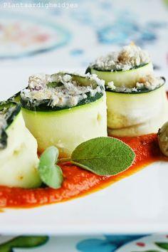 Plantaardigheidjes: Courgette rolletjes met witte bonen en gerookte tofu