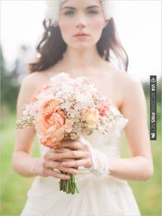 small romantic bouquet | VIA #WEDDINGPINS.NET