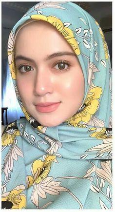 Pin Image by Hijabi Solehah Beautiful Arab Women, Beautiful Hijab Girl, Beautiful Girl Image, Beautiful Indian Actress, Hijabi Girl, Girl Hijab, Arabian Beauty Women, Muslimah Wedding Dress, Cute Babies Photography