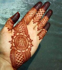 Latets mehndi design for hand (by @hayats_henna)