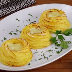 Bites of potato nests with a delicious filling is part of Deli food - Appetizer Recipes, Snack Recipes, Cooking Recipes, Tasty Videos, Food Videos, Deli Food, Food Food, Food Crafts, Creative Food