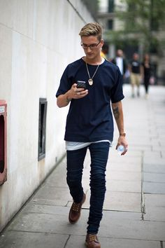 2016-07-25のファッションスナップ。着用アイテム・キーワードはデニム, ブーツ, メガネ, ワークブーツ, 無地Tシャツ, Tシャツ,etc. 理想の着こなし・コーディネートがきっとここに。| No:154637