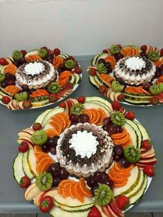 Fruit plate dip parties 61 Ideas for 2019 Fruit Dishes, Fruit Snacks, Fruits Decoration, Party Food Platters, Food Garnishes, Garnishing, Veggie Tray, Arabic Food, Food Presentation