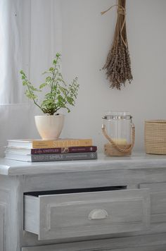 Decapando / Vero Palazzo - Home Deco Muebles Shabby Chic, Vintage Farm, Floating Nightstand, Chalk Paint, Room, Furniture, Home Decor, Grey Hair, Lights