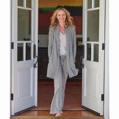 We put every ounce of our favorite details in this weekend-worthy cardi. Our luxurious cozychic lite ribbed knit with super comfortable shawl collar, side pockets and generous side slits. Barefoot Dreams, Knitted Baby Blankets, Gorgeous Feet, Open Front Cardigan, Baby Knitting, Lounge Wear, Fitness Models, Lady, Womens Fashion