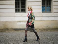 How You're Really Supposed to Put On Tights - Fashionmylegs : The tights and hosiery blog