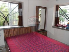 http://www.remax.in/504034001-279 2 BHK Flat near Kalighat Metro @ Rs. 80,00,000. For more details contact 8420055000 or visit our link mentioned above.