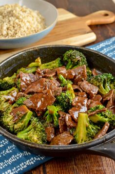 Delicious Low Syn Ginger Beef and Broccoli, just like from the Chinese and ready in minutes quicker than you could call a take out. Dairy Free, Gluten Free, Slimming World and Weight Watchers friendly Slimming World Beef, Slimming World Dinners, Slimming Eats, Slimming World Recipes, Slimming Word, Bodycoach Recipes, Asian Recipes, Cooking Recipes, Chinese Recipes
