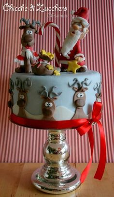 Developing a lovely Christmas cake is simpler than ever with our Christmas cake decorating thoughts and smart Christmas Cake Designs, Christmas Cake Decorations, Christmas Sweets, Christmas Cooking, Holiday Cakes, Noel Christmas, Christmas Cakes, Xmas Cakes, Reindeer Christmas