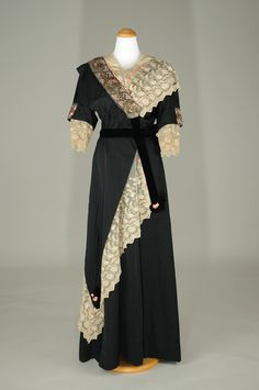 Evening dress, date unknown but obviously ca. 1900-1914.
