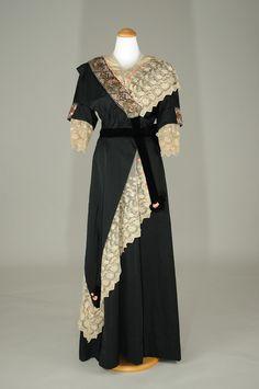 Evening dress ~ (c.1910)
