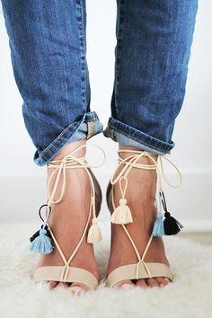 Sandalen ganz einfach pimpen l DIY File: Tasseled Lace-up Sandals via The Vault Files Tassel Heels, Lace Up Sandals, Strappy Sandals, White Sandals, Summer Sandals, Summer Shoes, Shoe Boots, Shoes Heels, Pumps
