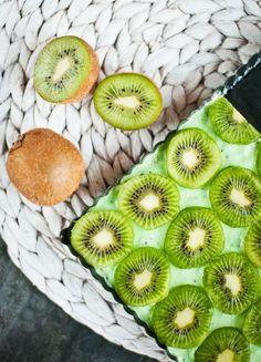 Sladké dezerty s tropickým ovocem: Kiwi řezy i kaki chlebíček - Proženy Kiwi, Pineapple, Treats, Fruit, Sweet, Cottage, Food, Sweet Like Candy, Pinecone
