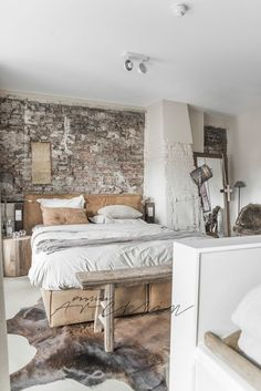 Vintage Industrial Decor Cozy Industrial Bedroom Decor - 15 Industrial Design Decor Ideas to Make Your House Feel Like Home Home, Home Bedroom, Bedroom Interior, Industrial Style Bedroom, House Interior, Bedroom Inspirations, Interior Design, Rustic Bedroom, Trendy Home