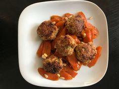 Ein neues Rezept: Hackbällchen mit Pinien- Möhren Mit den Hackbällchen mit Pinien- Möhren möchte ich Euch ein weiteres Rezept aus dem Bereich der gesunden Ernährung vorstellen. Dieses Gericht ist reich an Ballast- Stoffen und trägt zu einer gesunden Darm- Funktion bei. Die Zutaten für Hackbällc...