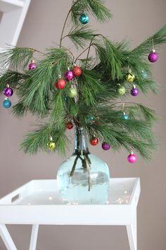 Like a cute Charlie Brown Christmas tree! Retro Christmas Decorations, Diy Christmas Tree, Xmas Tree, Christmas Projects, All Things Christmas, Winter Christmas, Christmas Wreaths, Christmas Bulbs, Holiday Decor
