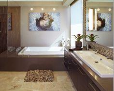 Brązowa łazienka to szyk i elegancja. Niektórym może kojarzyć się z ciemnym wnętrzem, ale wystarczy odpowiednio dobrać odcienie. (fot. Pinterest)