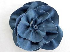 Miss Party has gone bonkers over fabric flowers! Denim turns out to be an amazing fabric for making fabric flowers. Here is a rose-style denim flower which is about 9 inches across, which is pretty. Jean Crafts, Denim Crafts, Making Fabric Flowers, Flower Making, Fabric Flower Tutorial, Rose Tutorial, Denim Flowers, Denim Ideas, Recycled Denim