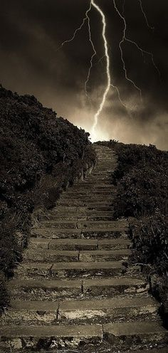 Arthur's Steps in Edinburgh Scotland Beautiful Pictures that will Leave you Breathless. A little creepy with the lightning in the background but would love to check this out! Fuerza Natural, Tornados, Thunderstorms, All Nature, Amazing Nature, Stairway To Heaven, To Infinity And Beyond, Belle Photo, Beautiful World