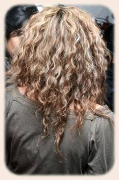 shakira back view long curly hair