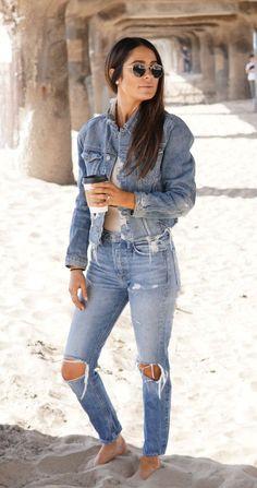 ff2a68769 #fall #outfits women's blue denim jacket #MensJacket Moda Masculina,  Pantalones Vaqueros Desgarrados