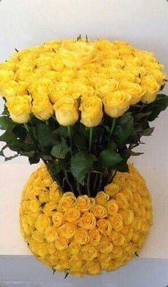 Centros de mesa y arreglos florales con rosas Rosen Arrangements, Church Flower Arrangements, Beautiful Flower Arrangements, Floral Arrangements, Beautiful Rose Flowers, All Flowers, Fresh Flowers, Wedding Flowers, Flower Crafts