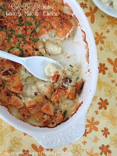 Garlic Bread Crusted Gnocchi Mac & Cheese