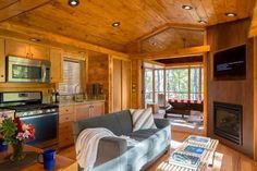 A 392 sq ft cabin