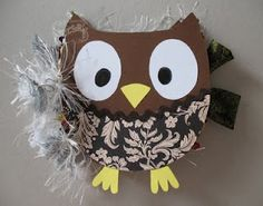 This would be such a thoughtful handmade gift to give to a special person.... beautiful mini owl notebook with tutorial from Tante Sandy.  The tutorial is in German.  BUT it has tons of step-by-step pictures, so anybody can follow along!!