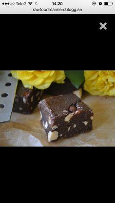 RAW Brownie  http://rawfoodmannen.blogg.se/2016/april/brownies.html