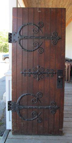 love the hinges.- love the hinges. love the hinges. Cool Doors, Unique Doors, Rustic Doors, Wooden Doors, Medieval Door, Front Door Design Wood, Front Door Handles, Knobs And Knockers, Door Gate