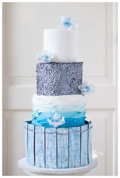 Beach themed weddingcake wih aged wood and silvered sequins made by Taartjes van An