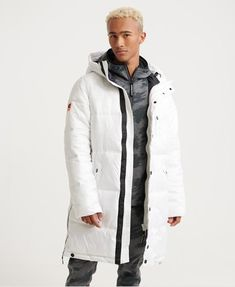 Shop gym clothes for men from the Superdry gym collection. Combining quality, style and high-tech fabrics to create the ultimate gym wear for men. Superdry Jackets, Superdry Mens, Puffer Jackets, Winter Jackets, Nylons, Gym Outfit Men, Men Street, Gym Wear, Long A Line