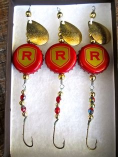 Ranier Fishing Lures: Gifts for Men or Women - Rainier Beer Bottle Cap Lures to Catch Those Walleye, Northern Pike or Other Game Fish Best Fishing Lures, Homemade Fishing Lures, Crappie Fishing, Fishing Tips, Fly Fishing Equipment, Lure Making, Bottle Cap Crafts, Bottle Cap Images, Camping