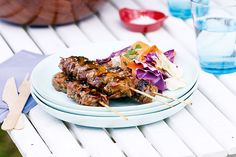These crunchy sesame chicken skewers will be the highlight of your barbecue. Watch everyone come back for more! Meat Recipes, Wine Recipes, Asian Recipes, Chicken Recipes, Cooking Recipes, Ethnic Recipes, Healthy Summer Recipes, Healthy Meals, How To Cook Burgers