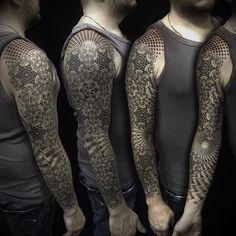 #ivan_hack #tattoo #dotwork #mandala #opart #geometry #fullsleevetattoo #vladbladirons
