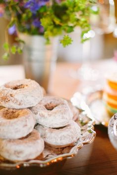 Don't you just love a wedding with a plate full of doughnuts! For the late night junk food round! Coffee Dessert, Dessert Bars, Dessert Table, Types Of Desserts, Just Desserts, Delicious Desserts, Candy Party, Eat Dessert First, Love