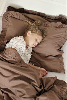Hľadáte posteľnú bielizeň, perinky a vankúše pre bábätko, mantinely do detskej postieľky, sady pre novorodencov či väčšie deti? Na DaDaboom nájdete všetko, čo potrebujete do výbavy pre vaše dieťatko, ale radosť si môžete urobiť aj vy. Baby Room, Kids Room, Room Kids, Child Room, Kid Rooms, Nursery, Infant Room, Babies Nursery, Babies Rooms