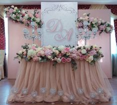 Modern Wedding Flowers, Pink And Gold Wedding, Wedding Table Flowers, Flower Bouquet Wedding, Wedding Stage Decorations, Party Table Decorations, Sweetheart Table Decor, Tulle Table, Wedding Designs