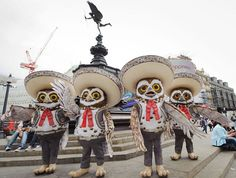 the Mariachi Owls from Rango travelling around London