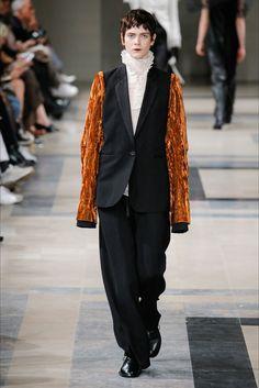 Sfilata Ann Demeulemeester Parigi - Collezioni Autunno Inverno 2017-18 - Vogue