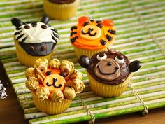 Check out this adorable Jungle Animal cupcakes recipe from the Betty Crocker webpage! Ingredients: Cupcakes and Frosting 1 box Bett. Animal Cupcakes, Cute Cupcakes, Jungle Cupcakes, Zebra Cupcakes, Themed Cupcakes, Party Cupcakes, Monkey Cupcakes, Beehive Cupcakes, Decorated Cupcakes