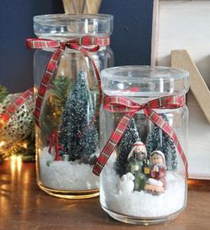 Turn any glass jar into a winter scene. Love these snowglobes! Mason Jar Christmas Crafts, Homemade Christmas Gifts, Christmas Centerpieces, Rustic Christmas, Christmas Projects, Simple Christmas, Holiday Crafts, Christmas Holidays, Christmas Decorations