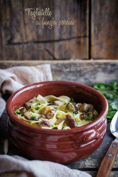 TAGLIATELLE AI FUNGHI PORCINI, ricetta tradizionale buonissima Broccoli, Noodles, Chili, Spaghetti, Food And Drink, Soup, Terra, Recipes, Blog