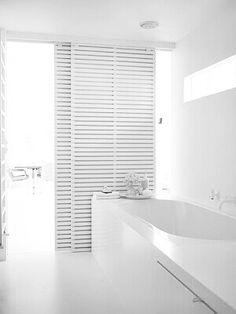 ♥️the sliding doors Minimalist Architecture, Minimalist Design, Interior Architecture, Bathroom Spa, White Bathroom, Scandinavian Interior Design, Home Interior Design, Grey Houses, Shades Of White