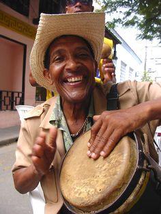 Santiago de Cuba We Are The World, People Around The World, Cuba People, Cuban Art, Street Musician, Island Nations, Havana Cuba, Sound Of Music, Beautiful Islands