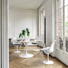 G Dining Room Furniture . G Dining Room Furniture . How to Match Dining Chairs with A Designer Table White Dining Room Table, Round Dining Room Sets, Dining Room Images, Tulip Dining Table, Dining Room Design, Saarinen Tisch, Mesa Saarinen, Saarinen Table, Knoll Table