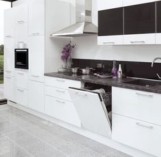 adelaparvu-com-despre-organizarea-corecta-a-unei-bucatarii-in-foto-bucatarie-cu-masina-de-spalat-vase House Design, Interior Design, Kitchen, Home Decor, Houses, Kitchens, Nest Design, Cooking, Decoration Home